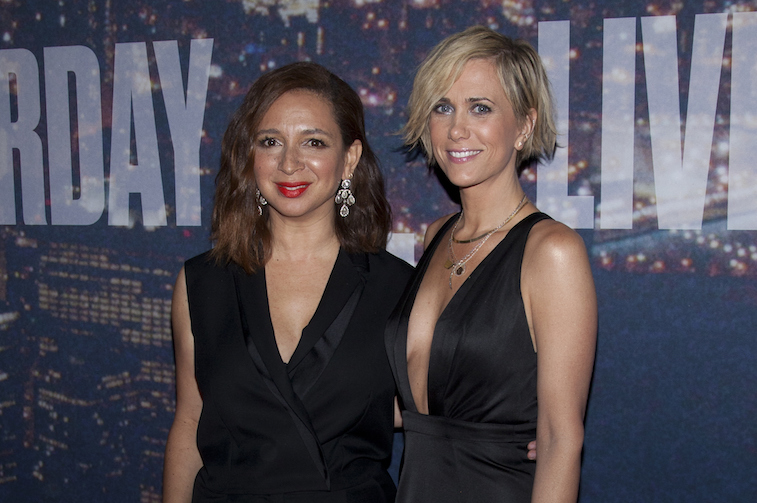 Maya Rudolph and Kristen Wiig on the red carpet