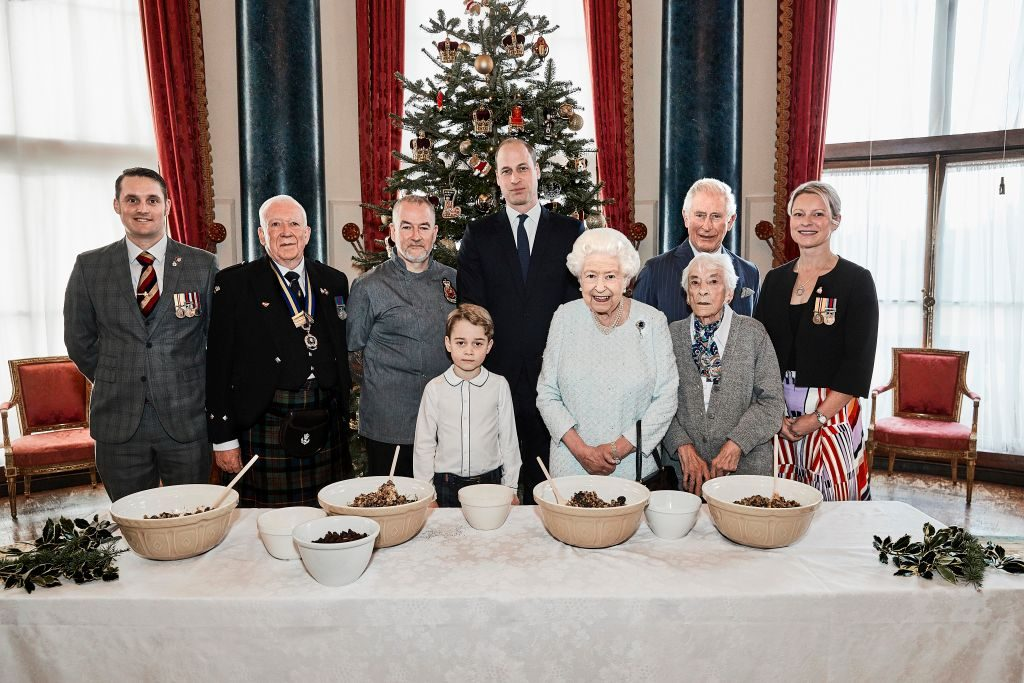 Queen Elizabeth and members of the royal family pose with veterans