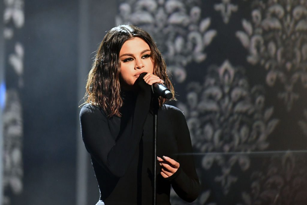 Selena Gomez perfoms Lose You To Love Me at the 2019 AMA's