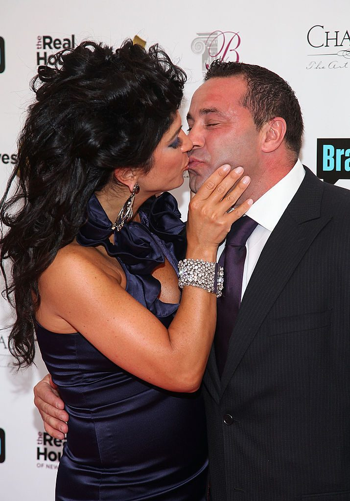 Teresa Giudice (L) and her husband Joe Giudice attend Bravo & # 39; s