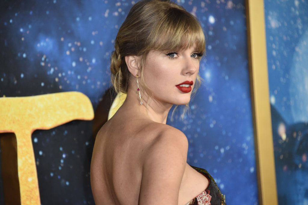 Taylor Swift attends the world premiere of 'Cats'
