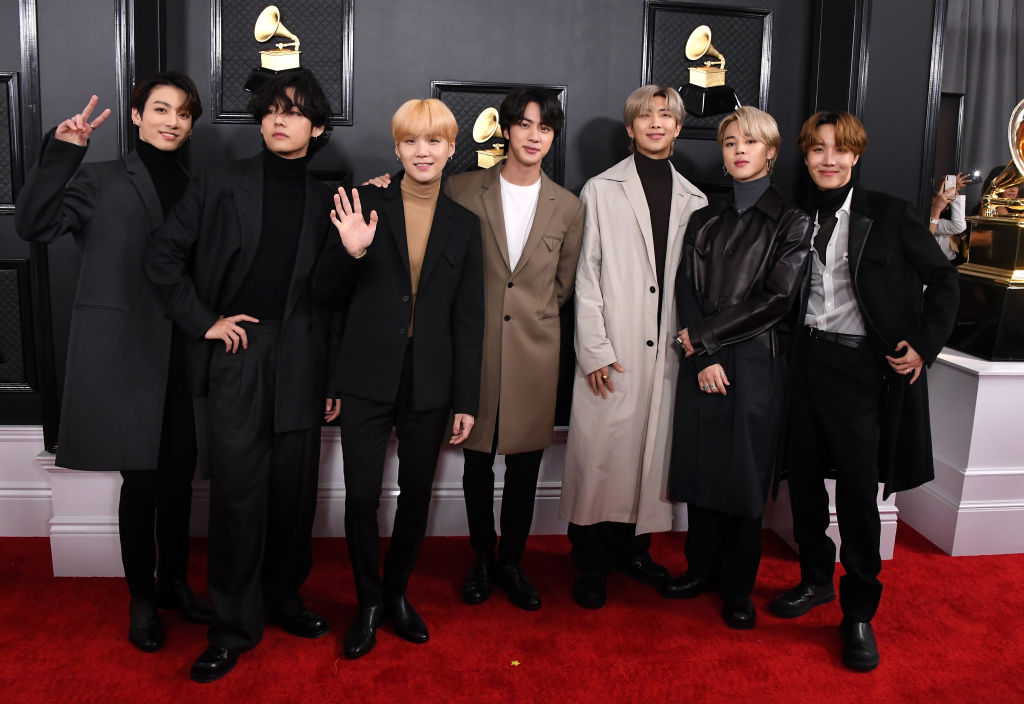 bts held a wholesome vlive after the grammy awards https www cheatsheet com entertainment bts grammy award vlive old town road performance recording academy black swan html