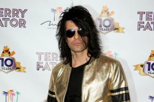 Magician Criss Angel Insulted Fans With This Hilariously Fake Stunt