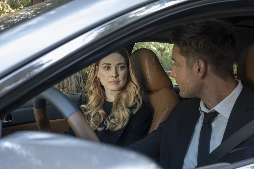 Alexandra Breckenridge as Sophie, Justin Hartley as Kevin in 'This Is Us' Season 4