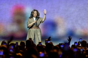 Did This Celebrity Really Give Oprah Her Start?
