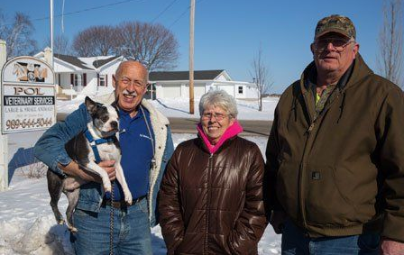 Dr. Pol with Mr. Pigglesworth and his owners