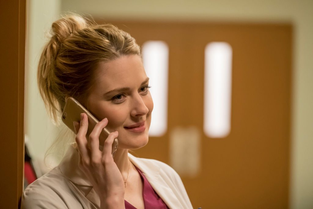 Alexandra Breckenridge as Sophie on This Is Us - Season 1
