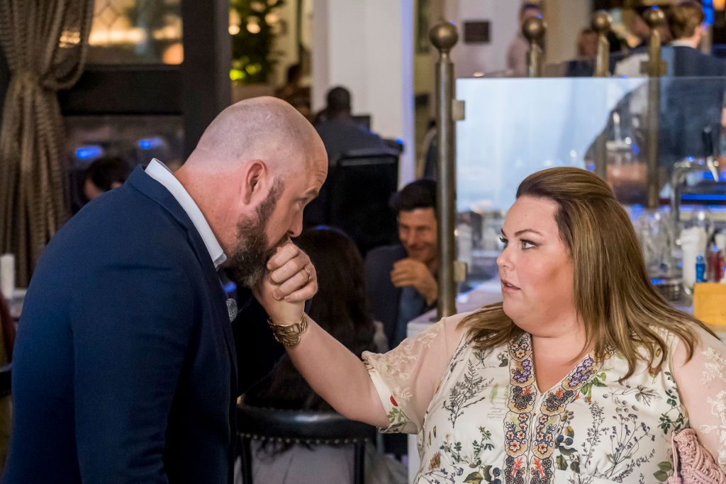 """THIS IS US -- """"Unhinged"""" Episode 403 -- Pictured: (l-r) Chris Sullivan as Toby, Chrissy Metz as Kate"""