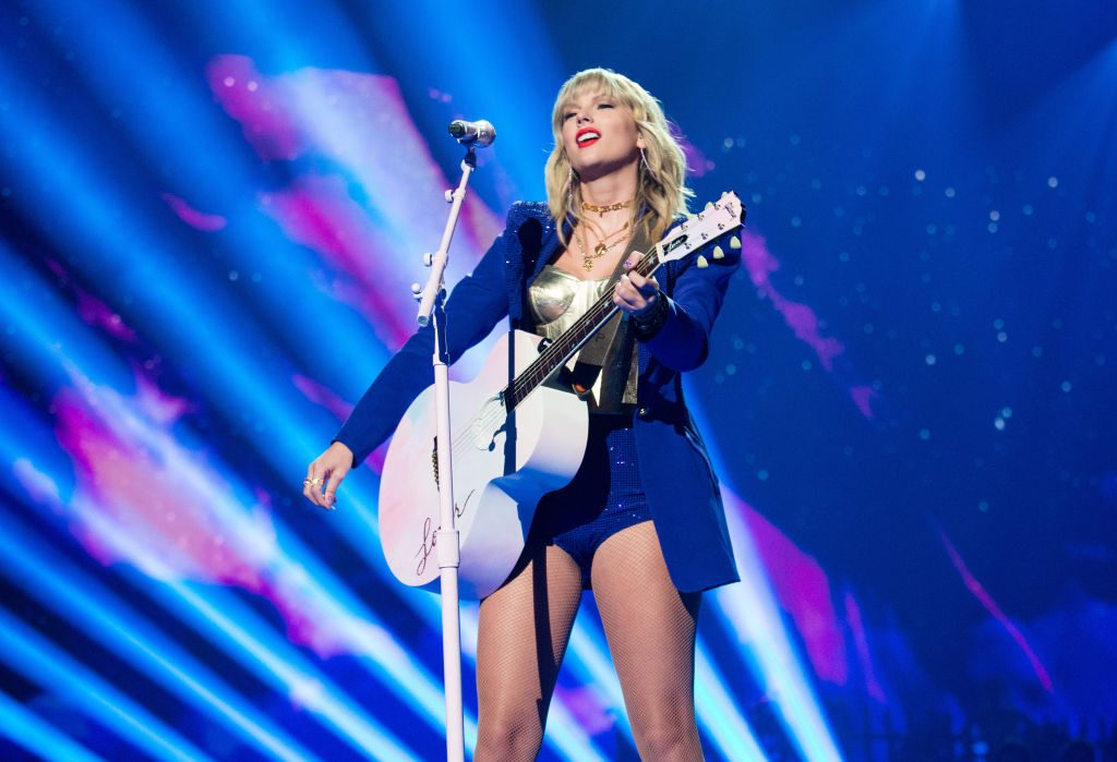 Taylor Swift performs during the 2019 MTV Video Music Awards