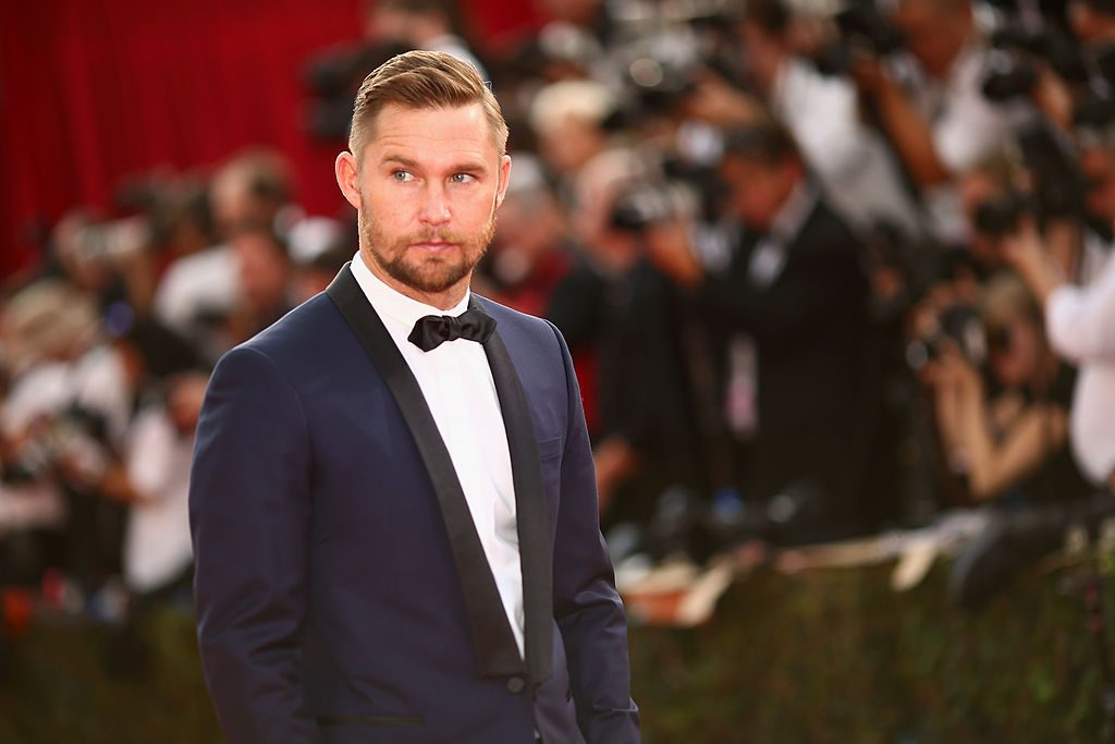 Brian Geraghty in a blue suit on the red carpet