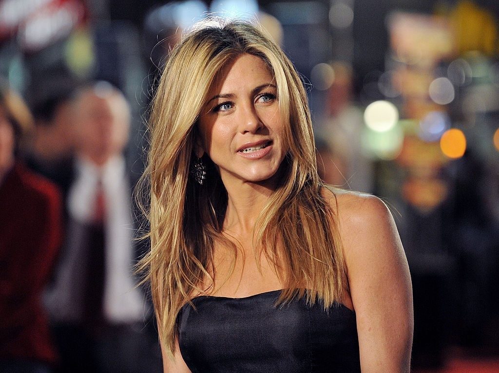 Jennifer Aniston arrives at a movie premiere.