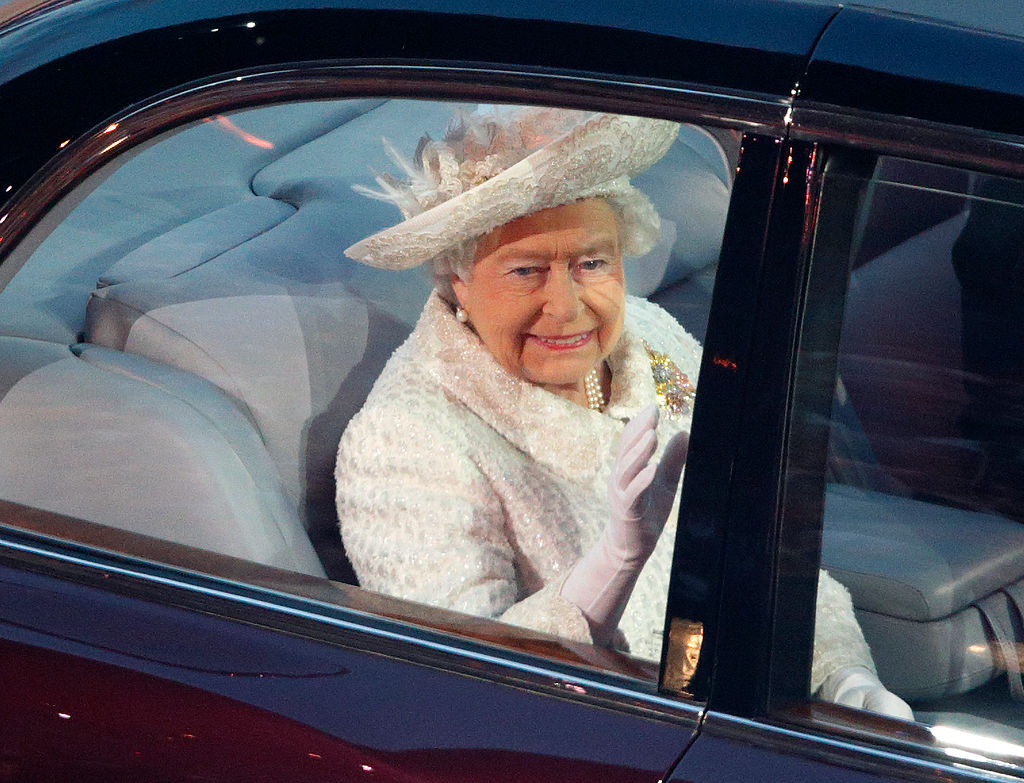 Queen Elizabeth Quietly Shows Which Family Members She Prefers by Inviting Them to Join Her in the Car