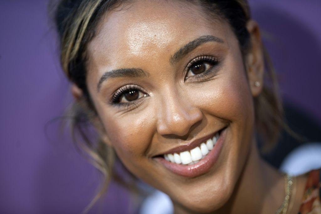 Tayshia Adams, bachelorette contender