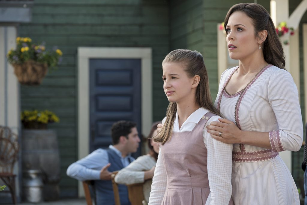 Elizabeth and Allie in When Calls the Heart