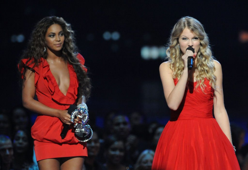"""Taylor Swift speaks after Beyoncé allowed her to finish her speech after Beyoncé won """"Best Video of the Year"""" onstage during the 2009 MTV Video Music Awards"""