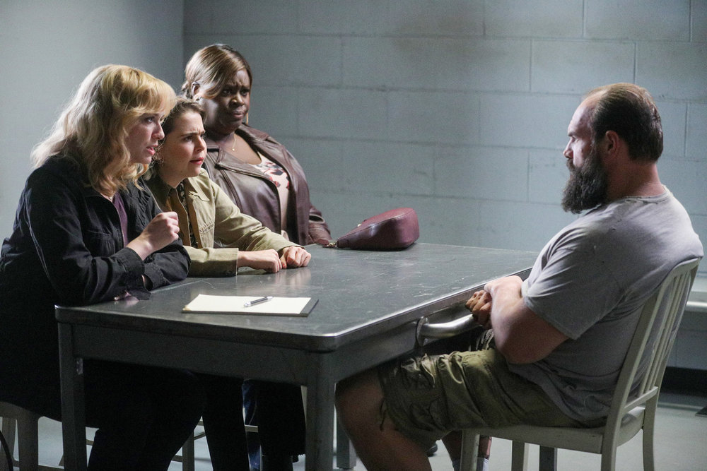 'Good Girls' Episode 303: Christina Hendricks as Beth Boland, Mae Whitman as Annie Marks, Retta as Ruby Hill