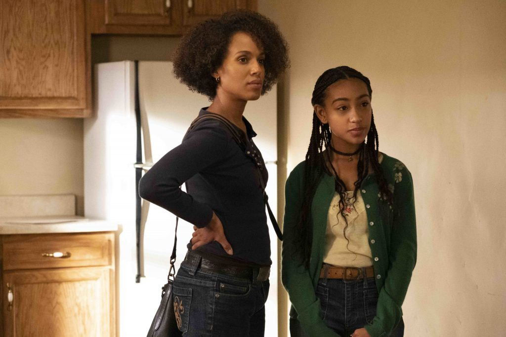 'Little Fires Everywhere' Episode 1: Mia (Kerry Washington) and Pearl (Lexi Underwood)