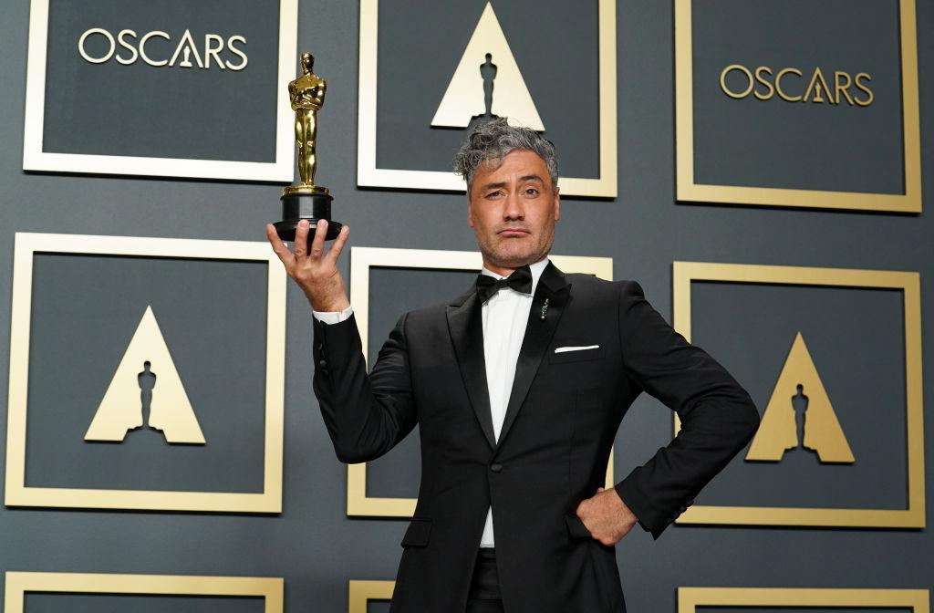 Taika Waititi poses with his Best Adapted Screenplay Oscar for 'Jojo Rabbit' on February 09, 2020.