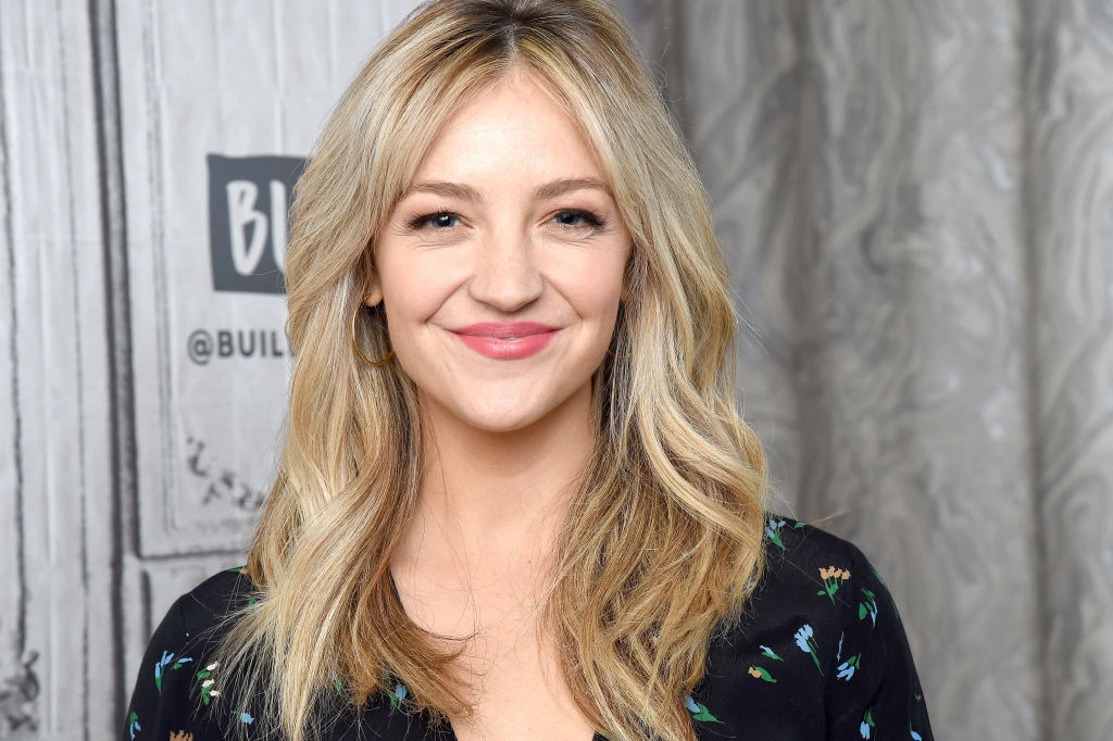Abby Elliott smiling
