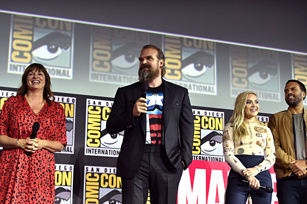 Black Widow cast on stage at ComicCon | Director Cate Shortland, David Harbour, Florence Pugh and O-T Fagbenle