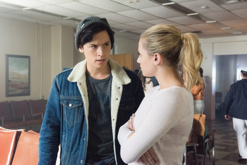 Cole Sprouse and Lili Reinhart in 'Riverdale'