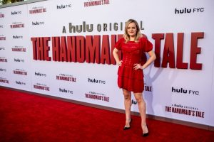 Elisabeth Moss Will Make Directorial Debut With 'The Handmaid's Tale'