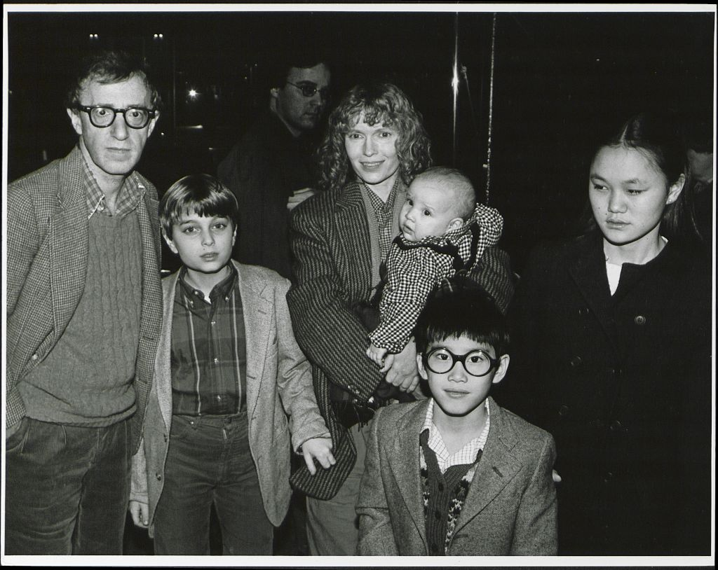 Woody Allen, Mia Farrow with their family in 1986