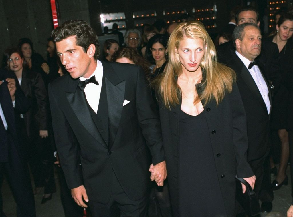 How Carolyn Bessette Kennedy Used Her Clothes To Ward Off Paparazzi