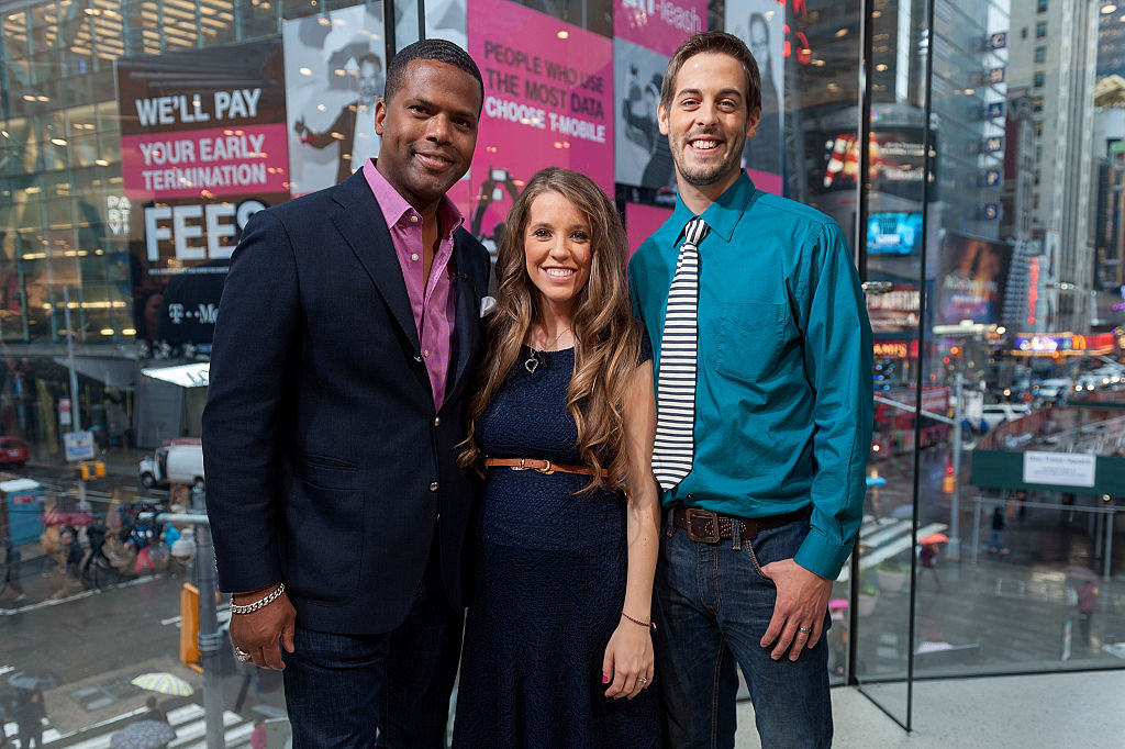AJ Calloway interviews Jill Duggar Dillard and husband Derick Dillard during their visit to 'Extra'