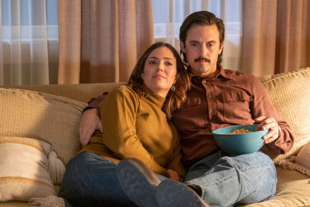 Mandy Moore as Rebecca and Milo Ventimiglia as Jack on 'This Is Us' Season 4