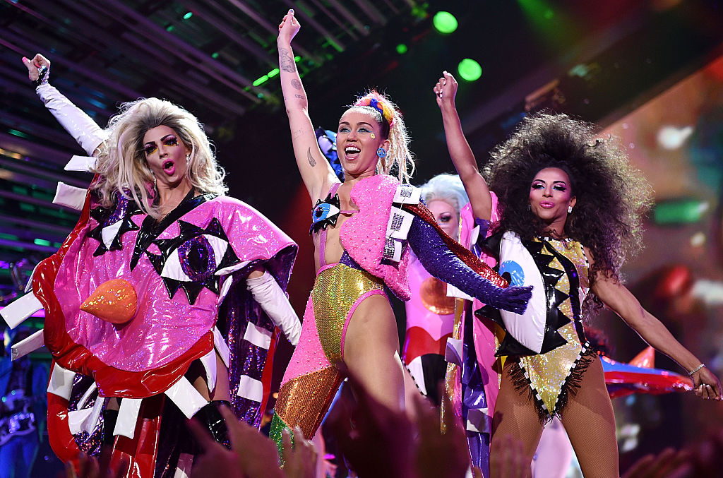 Host Miley Cyrus performs onstage during the 2015 MTV Video Music Awards