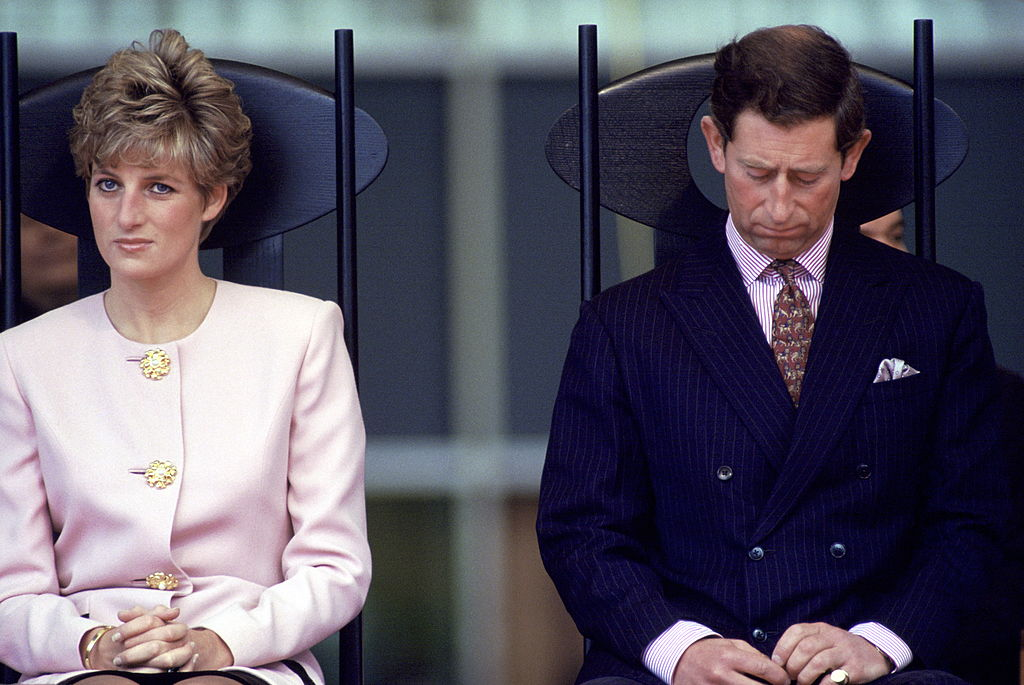 The Queen Didn't Flee Buckingham Palace for Windsor Amid Coronavirus Crisis