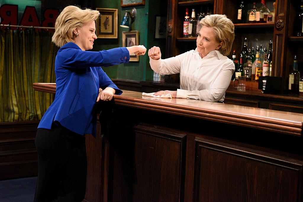 "Kate McKinnon as Hillary Clinton and Hillary Clinton a Val during the ""Bar Talk"" sketch"