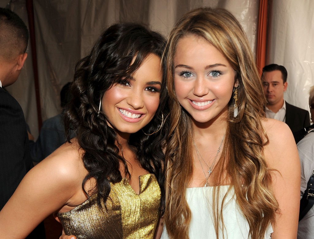 Demi Lovato and Miley Cyrus arrive at Nickelodeon's 2009 Kids' Choice Awards