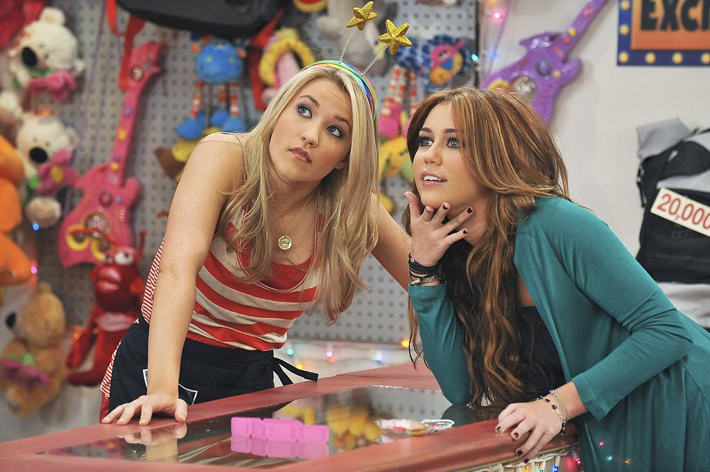 Emily Osment and Miley Cyrus in 'Hannah Montana'