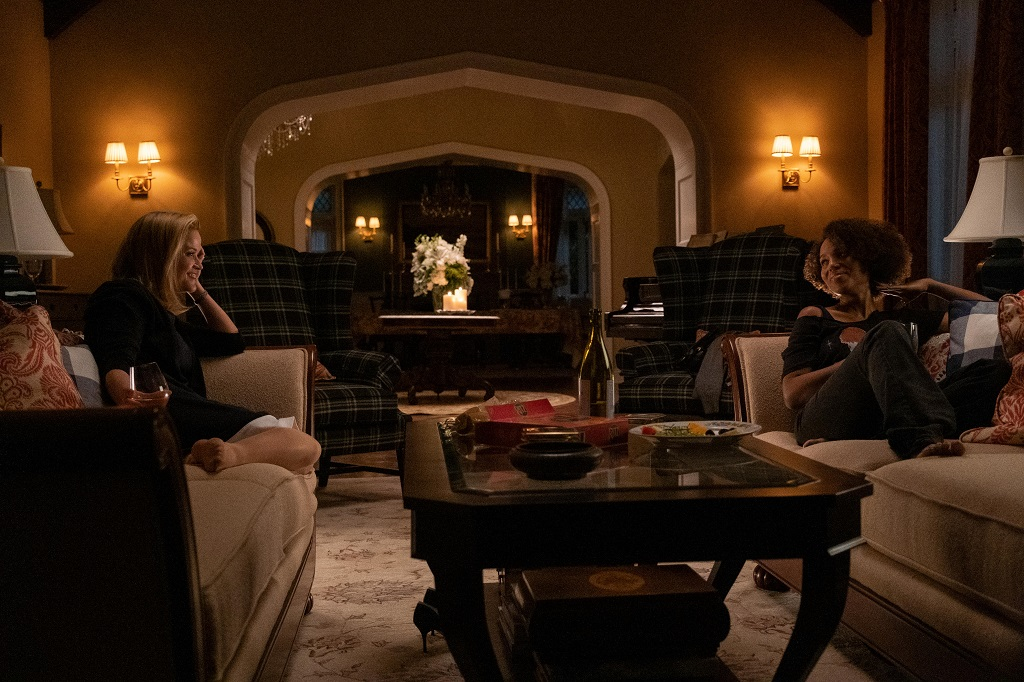 Reese Witherspoon as Elena Richardson and Kerry Washington as Mia Warren in 'Little Fires Everywhere'
