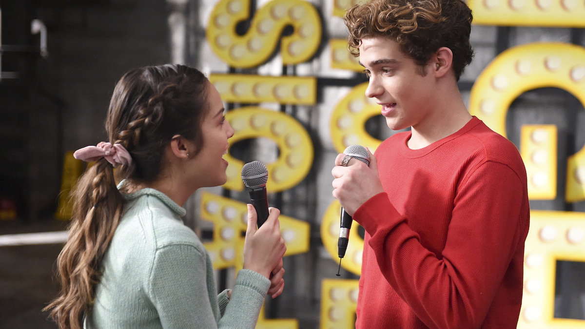 Nini (Olivia Rodrigo) and Ricky (Joshua Bassett) sing in 'HSMTMTS.'