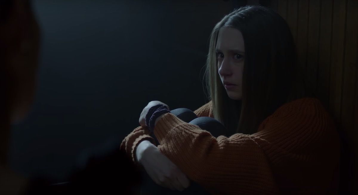 Violet Harmon talking to Madison Montgomery in 'American Horror Story: Apocalypse.'