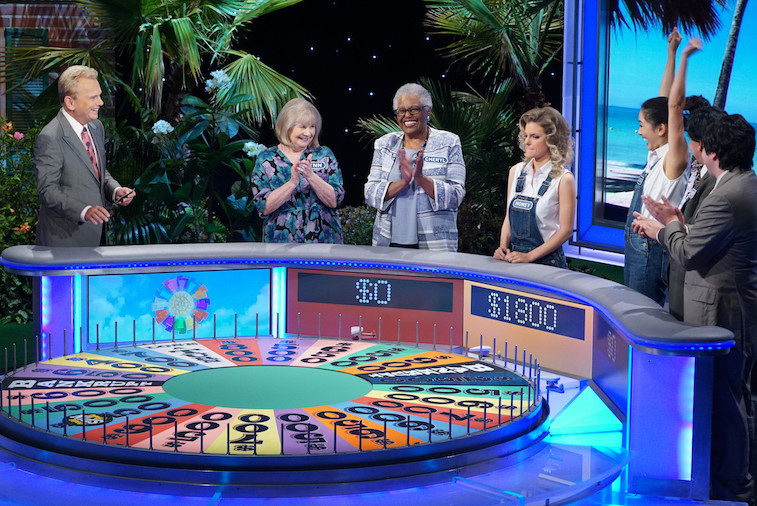 Contestants compete on 'Wheel of Fortune'