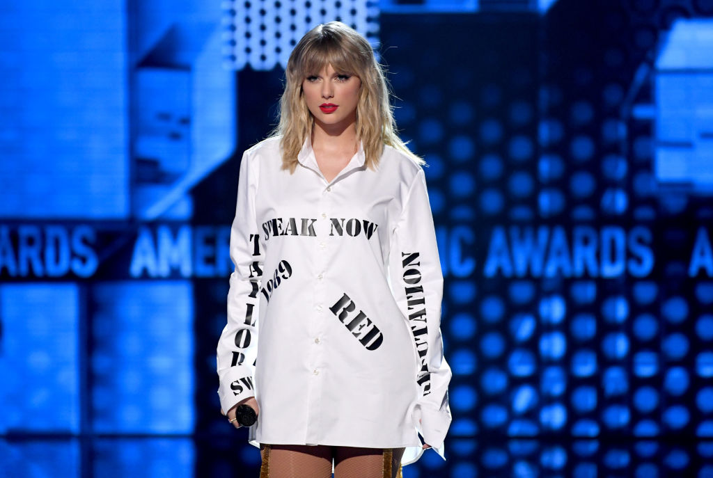 Taylor Swift performs onstage during the 2019 American Music Awards on November 24, 2019