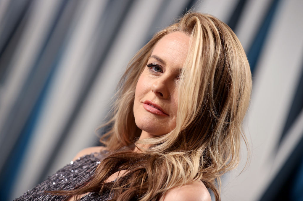 Alicia Silverstone attends the 2020 Vanity Fair Oscar Party