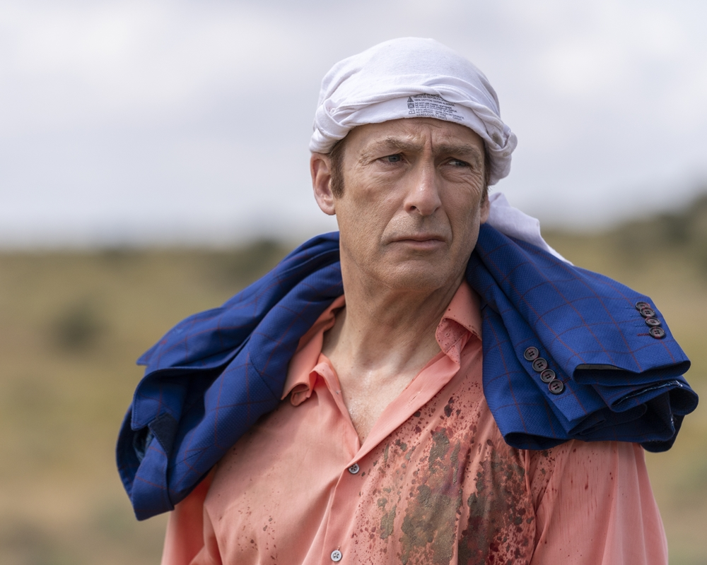 Better Call Saul: Bob Odenkirk wraps his shirt over his head