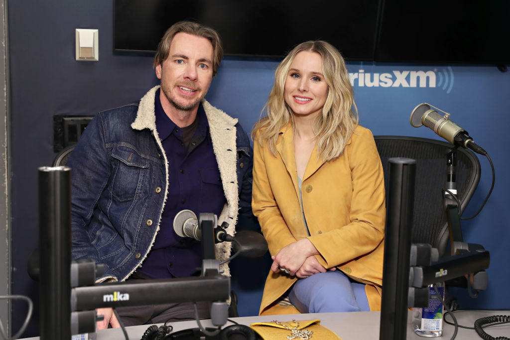 Dax Shepard and Kristen Bell sitting next to each other