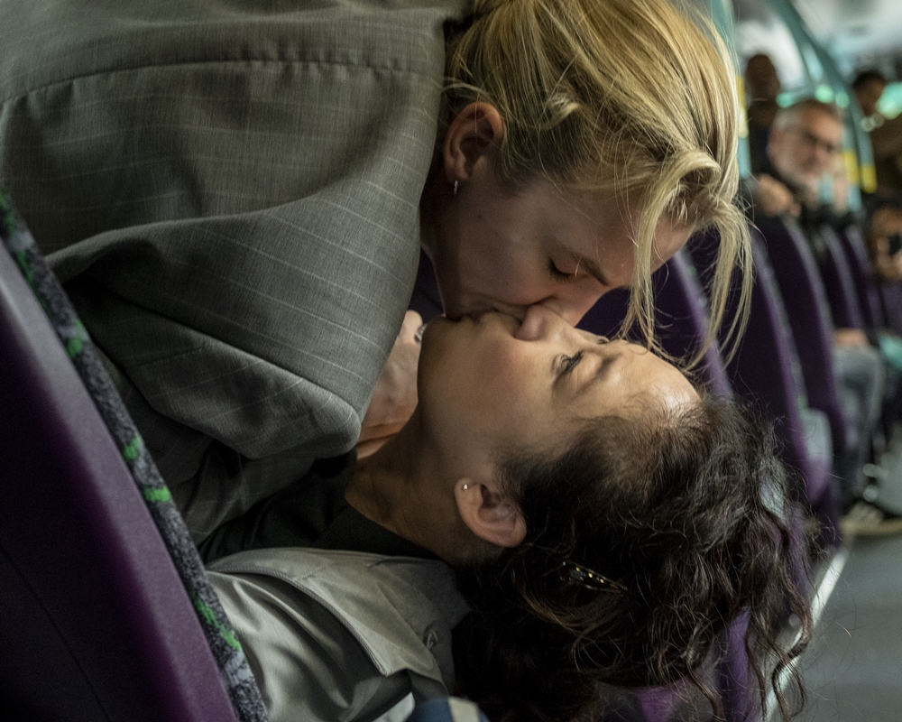 Eve and Villanelle Kiss