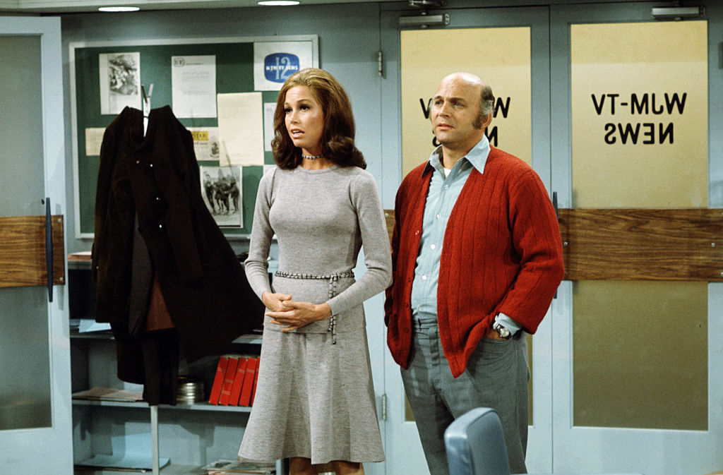 Mary Tyler Moore and Gavin MacLeod in a scene from 'The Mary Tyler Moore Show', 1974