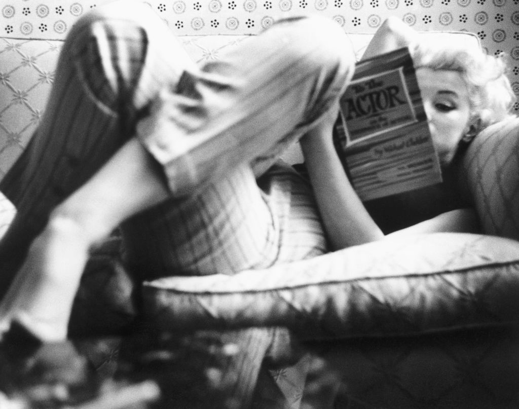 Marilyn Monroe with a book, 1955