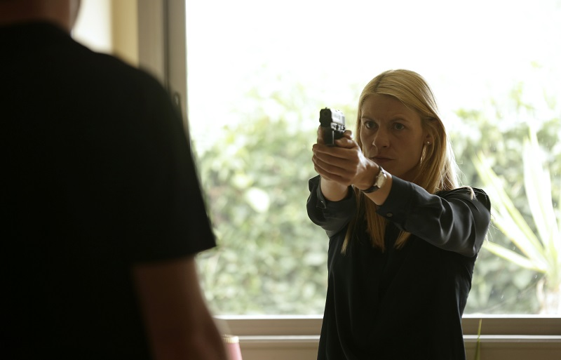 Claire Danes holding a gun in 'Homeland' finale