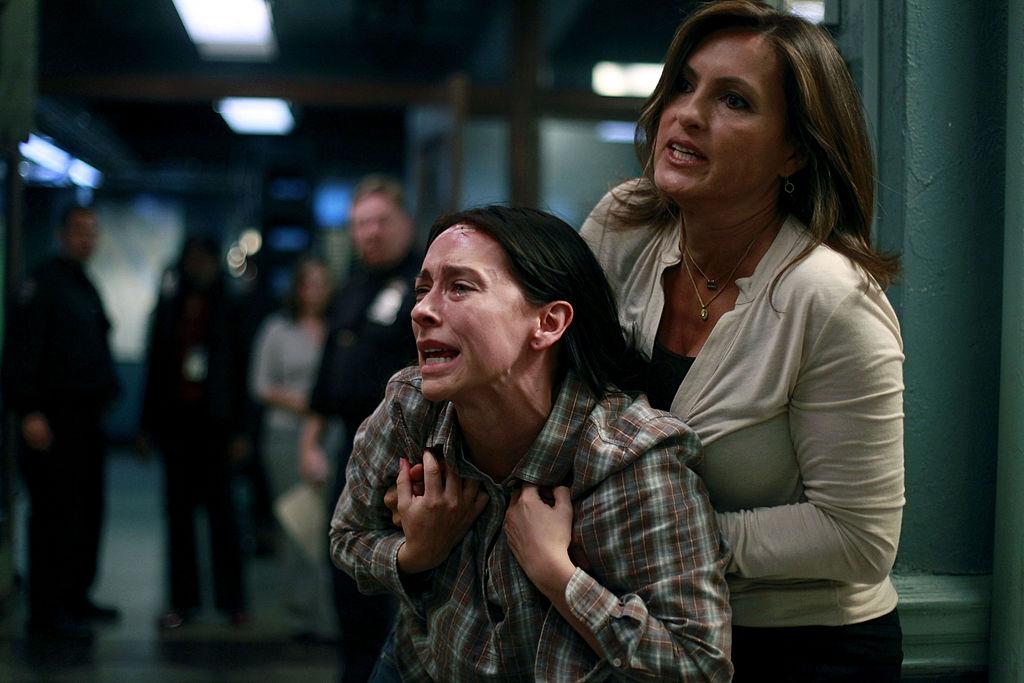 ennifer Love Hewitt and Mariska Hargitay on 'Law & Order: Special Victims Unit' in 2010