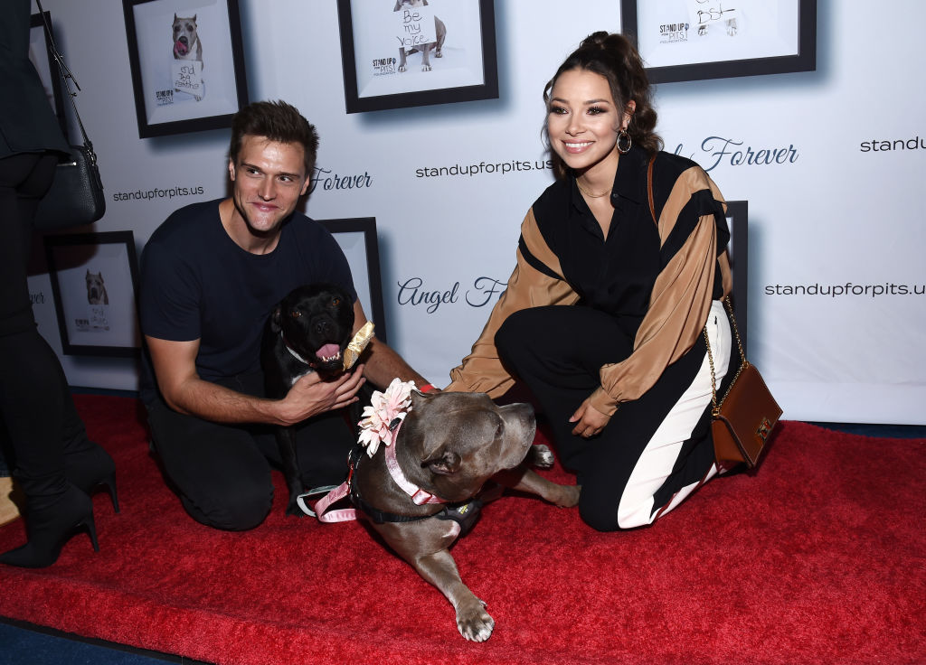 Hartley Sawyer and Jessica Parker Kennedy