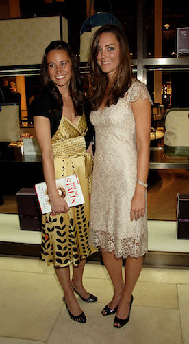 Kate is photographed with her sister, Pippa Middleton, during her split from William in 2007